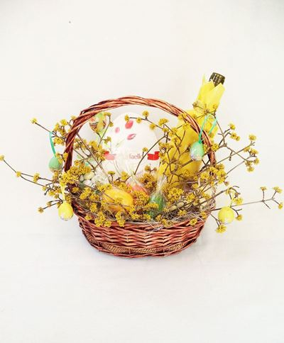 Снимка от Традиционна великденска кошница
