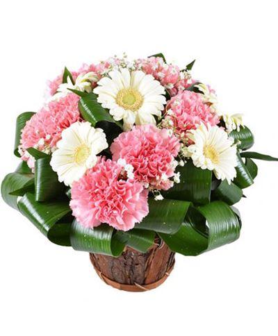 Снимка от Кошница с цветя Завладяваща