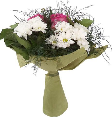 Снимка от Букет от рози и хризантеми Свежест