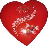 Снимка от Кутия шоколадови бонбони във форма на сърце