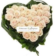 Снимка от Сърце от бели рози Бяла невинност